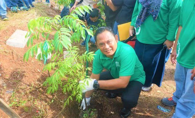 Bupati Bekasi Tanam Pohon