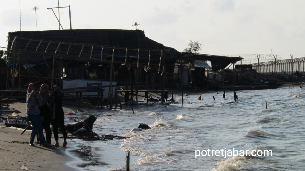 Pantai Sedari di Kabupaten Karawang