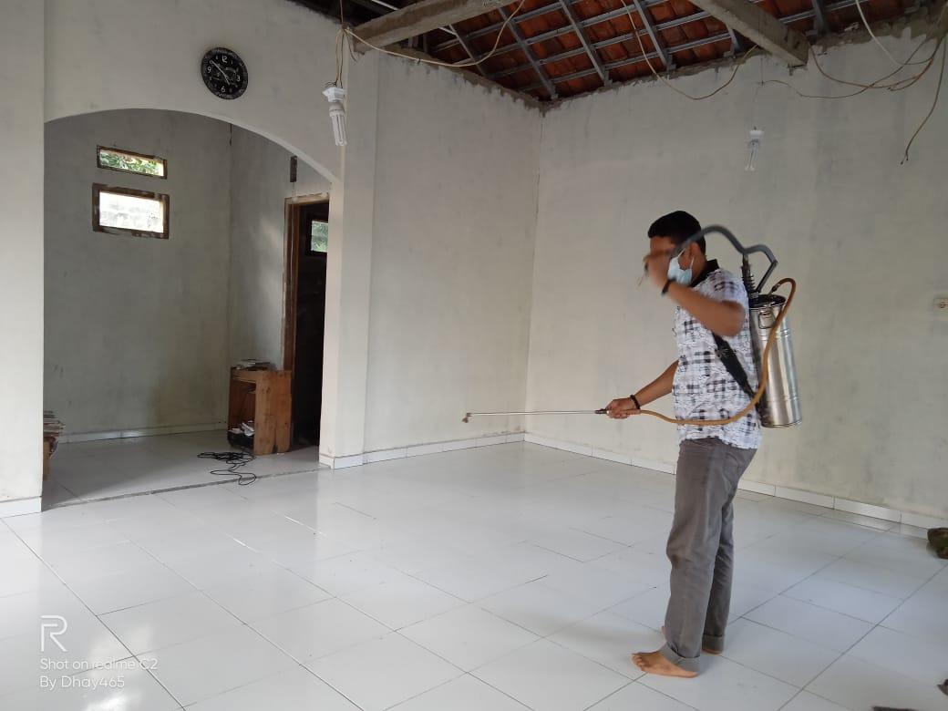 Penyemprotan Disinfektan oleh Irma Masjid Al Ikhlas