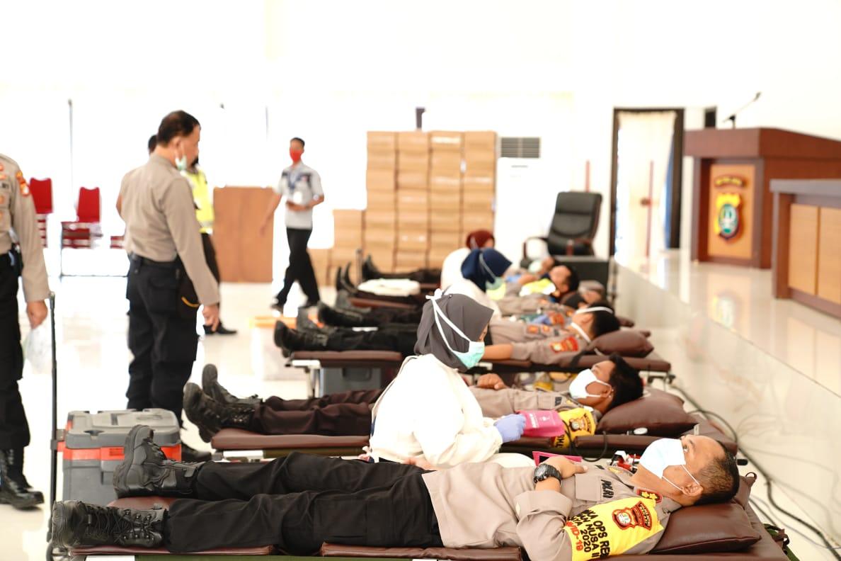 Jajaran Polresto Bekasi Kerjasama dengan PMI giat donor darah. Kamis