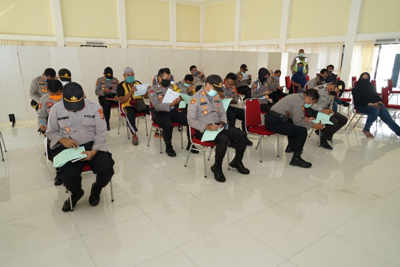 Jajaran Polresto Bekasi Kerjasama dengan PMI giat donor darah. Kamis (09/04/20) Foto : Asful/Redaksi