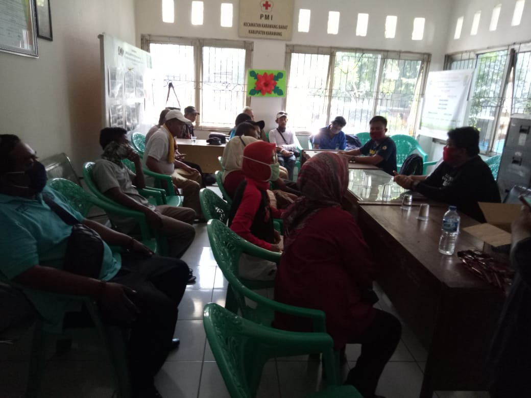 Anggota PSM bersama Anggota DPRD Kabupaten Karawang di Kecamatan Karawang Barat
