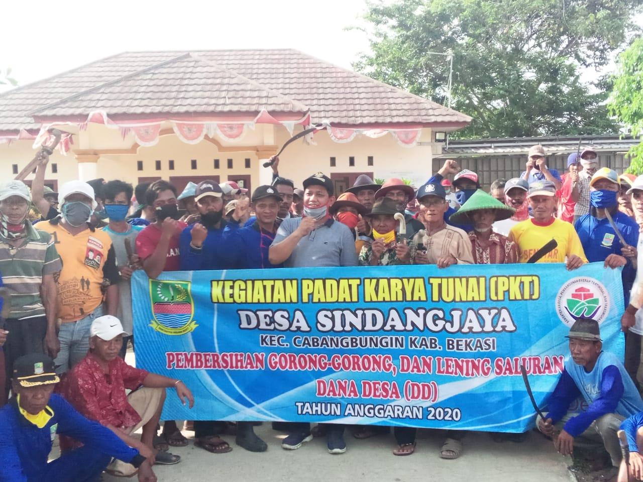 Bersih - bersih, 350 warga Desa Sindangjaya giat PKTD, Minggu (26/04/20)