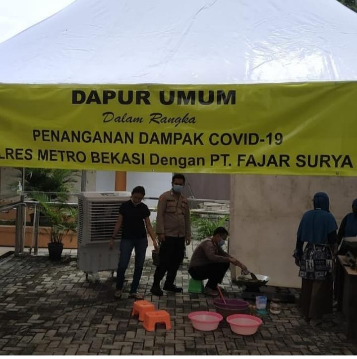 Dapur umum, TNI dan Polri dirikan dapur umum bantu warga dampak Covid19. (Foto : Aspal/potretjabar)