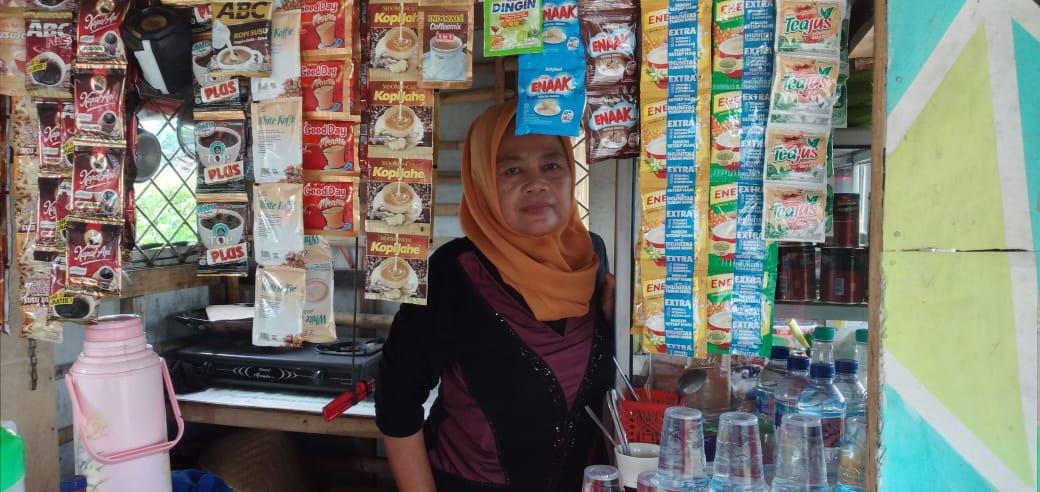 Ama (49), Janda Kampung Cikeris RT 07 RW 08 Desa Tambaksari Kecamatan Tirtajaya Kabupaten Karawang