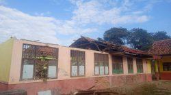 Ambruk, Atap gedung SDN Sindangsari 03 Kecamatan Cabangbungin Kabupaten Bekasi