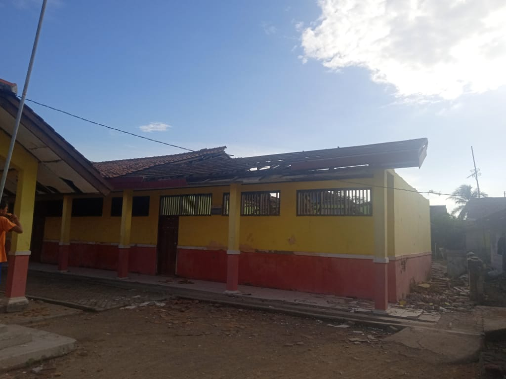 Gedung ruang kelas SDN Sindangsari 03 ambruk (Foto : Endang Firtana/potretjabar)