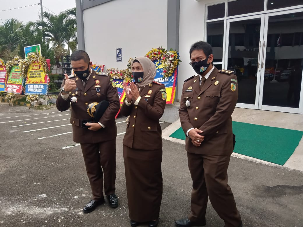 Foto bersama Forkofimda di hari puncak HBA ke-60 Kejaksaan Negeri Kabupaten Bekasi