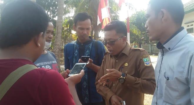 Pegawai Desa Lenggangsari Kecamatan Cabangbungin Suharto(Foto : Anggi/potretjabar.com)