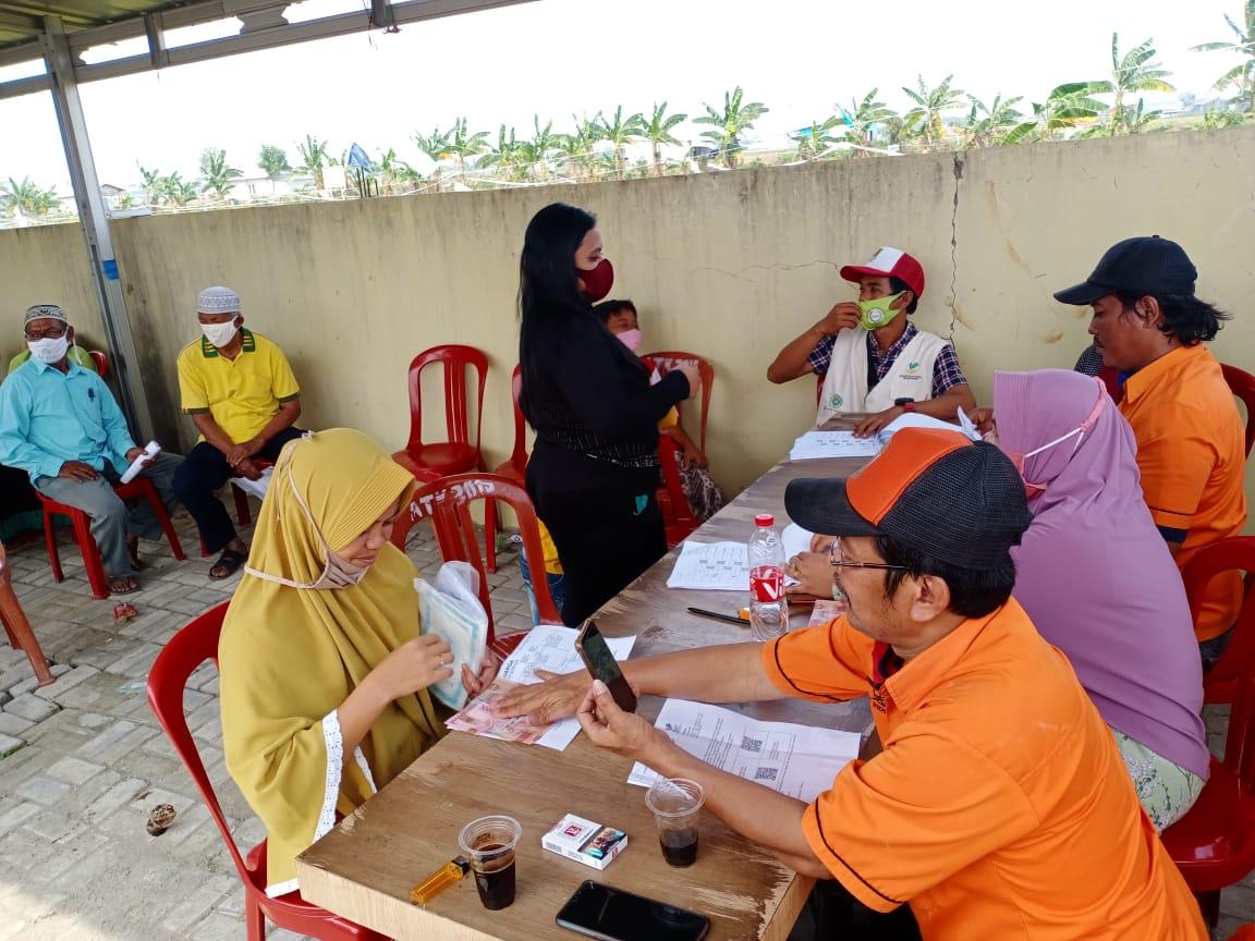 Pembagian BST di Desa Sukajaya Kecamatan Cibitung Kabupaten Bekasi