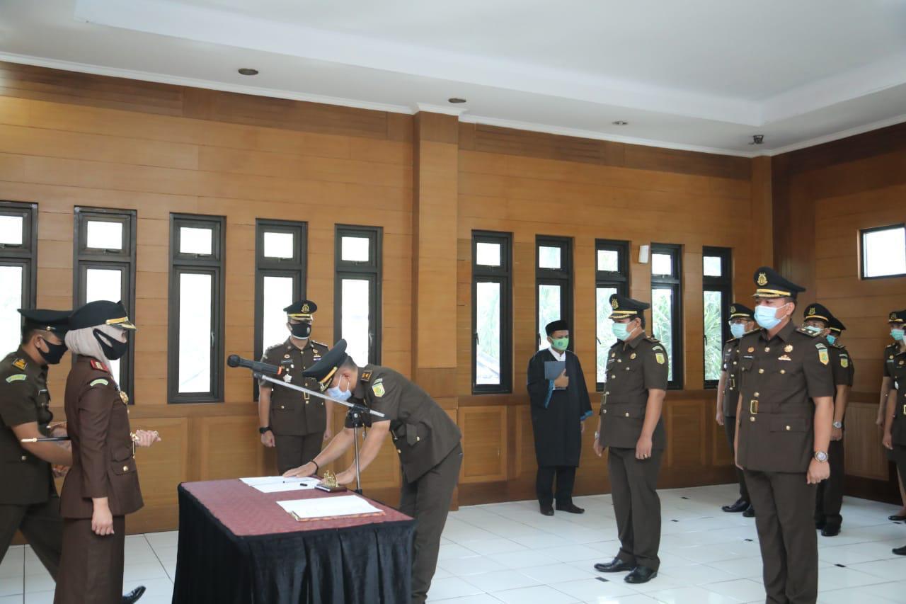 Pelaksanaan pelantikan dan sertijab kasi Pidum yang berlangsung di aula Kejaksaan Negeri Kabupaten Bekasi