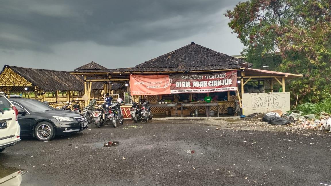 Rumah makan Abah Cianjur kini resmi dibuka dua bulan yang lalu di Jalan Pilar - Sukatani tepatnya di Desa Sukaraya Kecamatan Karang Bahagia.