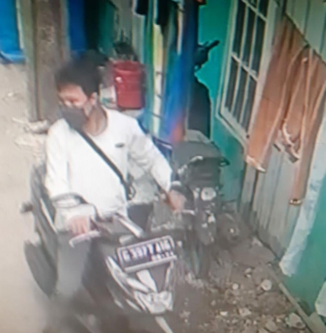 Aksi Curanmor Terekam CCTV di Kontrakan Pintu Seribu Tepatnya di Kampung Pulo Kapuk RT 002/005 No.166, Desa Mekarmukti Kecamatan Cikarang Utara Kabupaten Bekasi