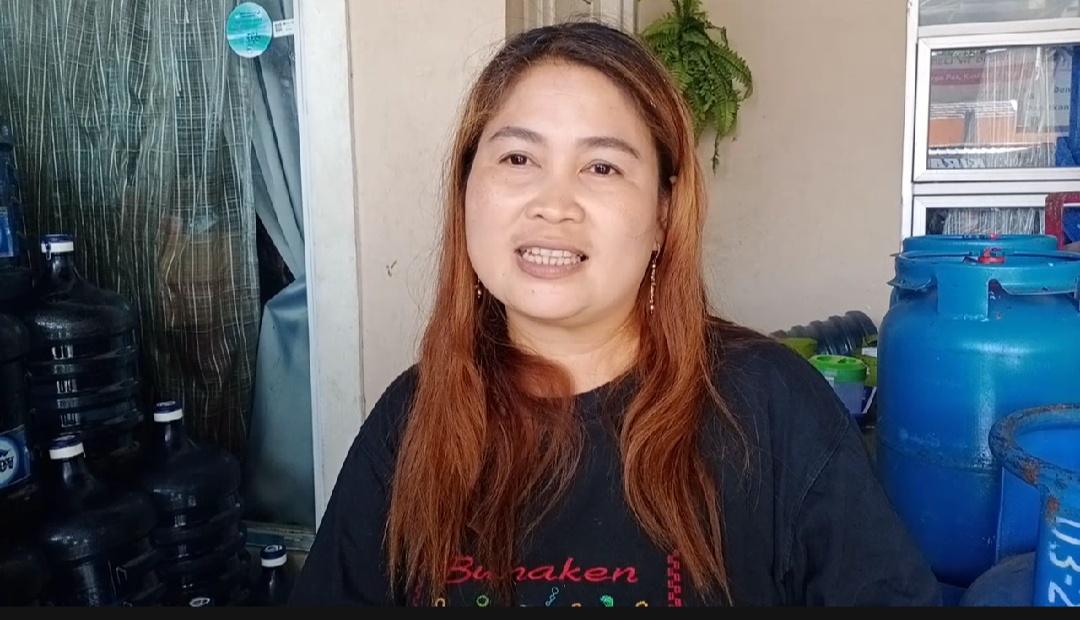 Pemilik Toko bernama Santi Rantung (40)