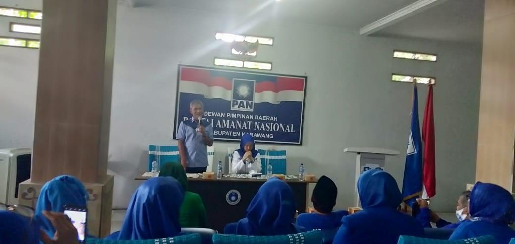 Ketua Dewan Pengurus Wilayah (DPW) PAN Jawa Barat dan juga Aktris Ibu Kota Desy Ratnasari