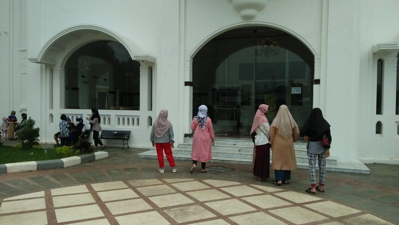 Pengunjung Museum Bekasi yang berada di Gedung Juang, Tambun Selatan kecewa lantaran mendadak ditutup.