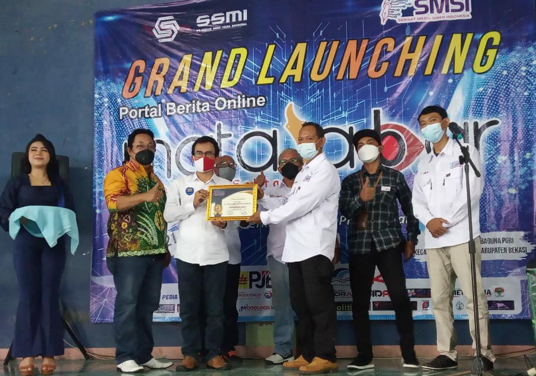 SMSI perwakilan Bekasi Raya secara resmi melaunching portal berita online matajabar.com di Gedung Serbaguna PGRI Kecamatan Tarumajaya Kabupaten Bekasi, Senin (05/05/21).