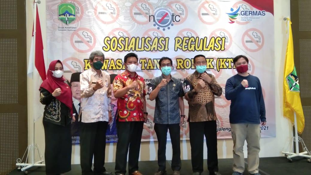wakil Bupati Majalengka Tarsono D. Mardiana saat membuka kegiatan sosialisasi Kawasan Tanpa Rokok di auditorium Hotel Fitra. Kamis (8/04/21).