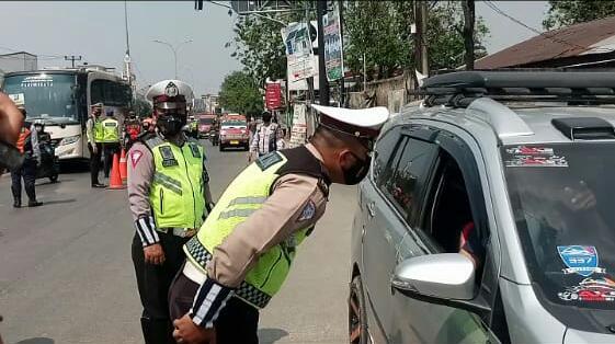Polres Metro Bekasi melakukan pemeriksaan Kepada Pemudik yang mencuri Star untuk Pulang Kampung di terminal baru Kali Jaya Cikarang.