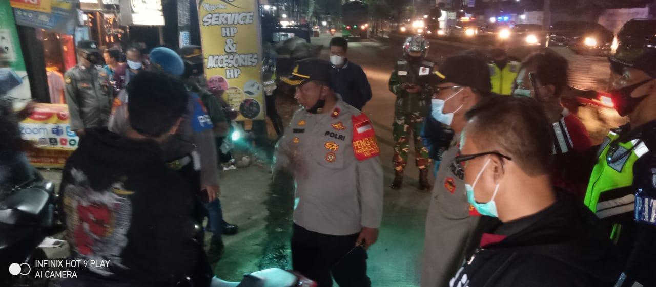 Polsek Cikarang Selatan melaksanakan Operasi Cipta Kondisi yakni Patroli Skala Besar, Serta memeriksa Kendaraan sepeda Motor berknalpot bising. Minggu (25/04/21) dini hari.