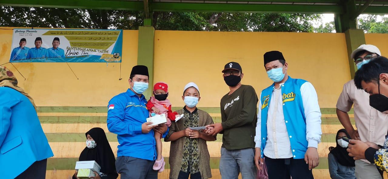 DPD KNPI Kota Bekasi berbagi dengan memberikan santunan kepa anak Yatim dan Piatu.