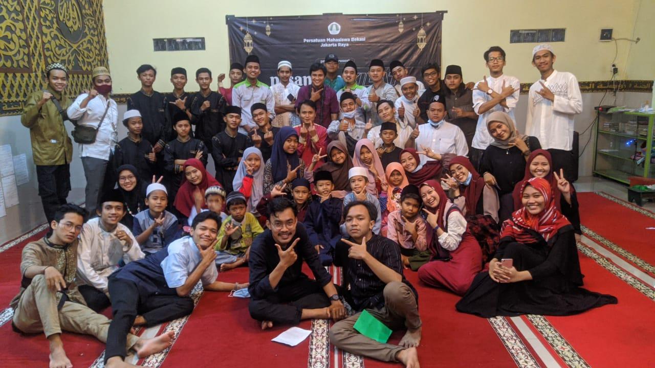 Persatuan Mahasiswa Bekasi (Permasi) Jakarta Raya giat melaksanakan pesantren kilat di Mushola Raudhatul Jannah, Desa Pusaka Rakyat, Kecamatan Tarumajaya, Kabupaten Bekasi.