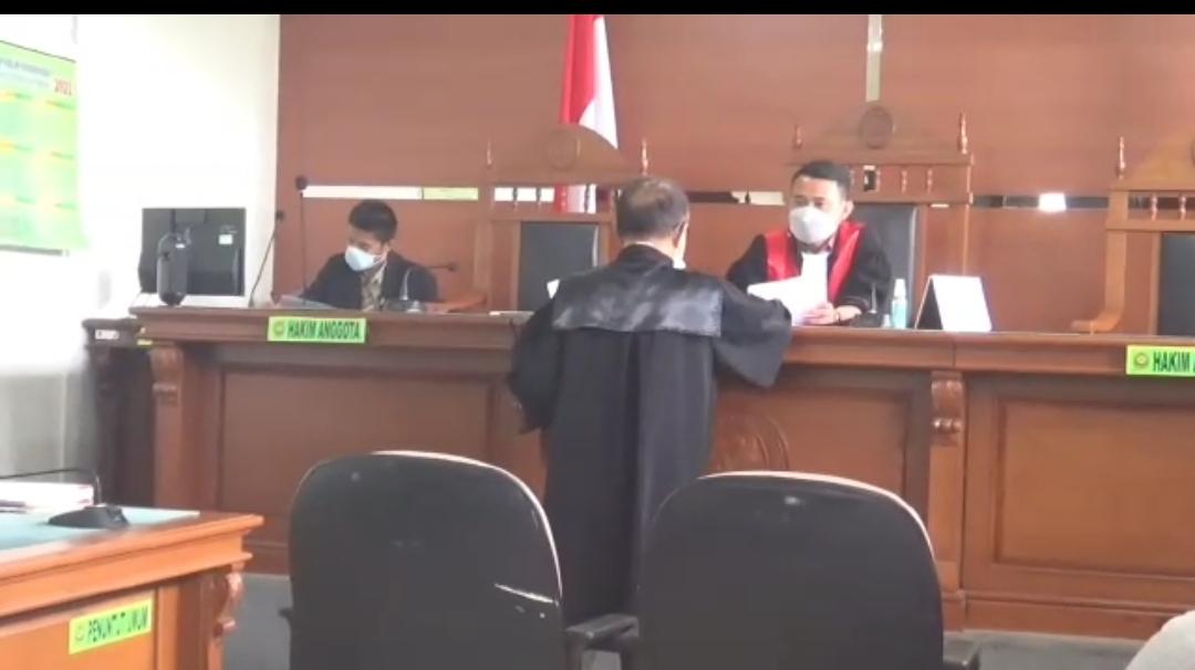 Herman (42), pria yang sempat viral karena videonya menggandakan uang di Bekasi, mengajukan praperadilan