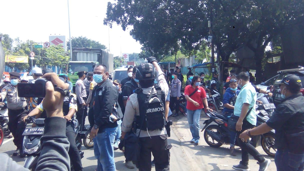 Ormas Bentrok, Jalan Raya  Diponegoro  Tamsel Bekasi Macet