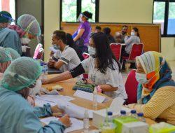 Sambut Hari Bhayangkara, Polsek Tarumajaya Giat Suntik Vaksin untuk Umum