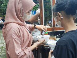 Usai Vaksin di Polsek Cikarang Warga Dapat Makan Bakso Gratis dari PAPMISO
