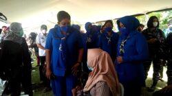 HUT Jalasenastri ke-75, TNI – AL Gelar Serbuan Vaksinasi di Muaragembong