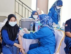 Presiden Targetkan Vaksinasi 70 Persen Penduduk di Akhir Tahun