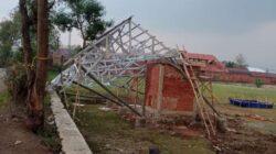 Gunakan Dana Desa, Baru Dibangun TPS di Desa Cicadas Sudah Ambruk